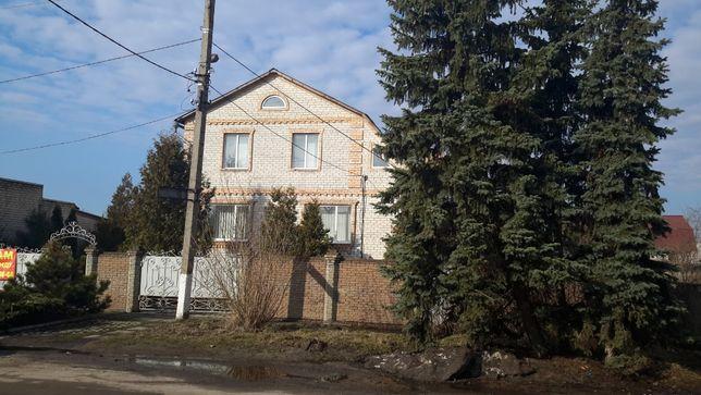 Продается дом в центре Святогорска, все рядом.