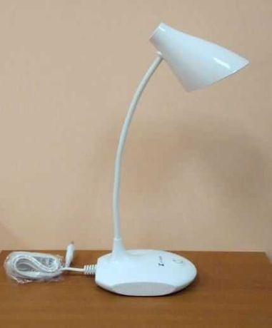 Школьная светодиодная ЛЕД LED настольная лампа для рабочего стола