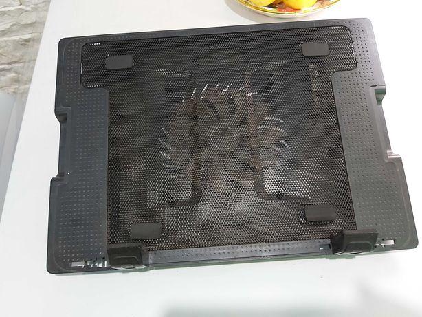 Охлаждающая подставка для ноутбука с кулером и входом для флешки