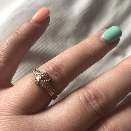 Pandora Rose pierścionek z połyskującym węzłem rozmiar 54