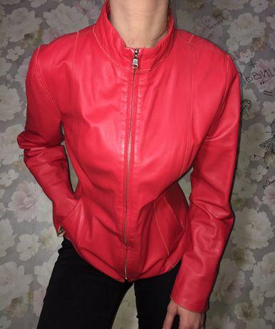 Кожанка, кожаная куртка, красная