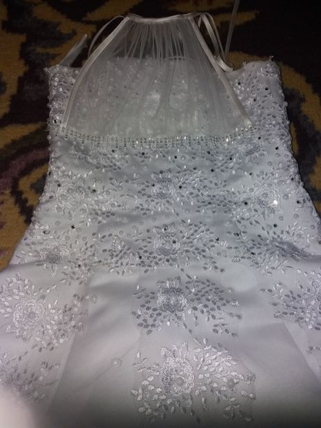 Нарядне плаття для дівчинки.