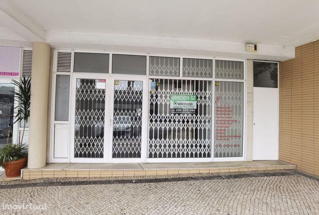 Loja para Arrendamento no centro de S. João de Ver