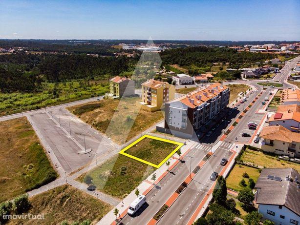 Lote para Prédio na Urbanização Vale do Mouro