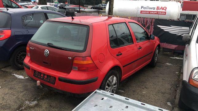 VW Golf IV 1.6 benzyna po kolizji w calosci lub na czesci