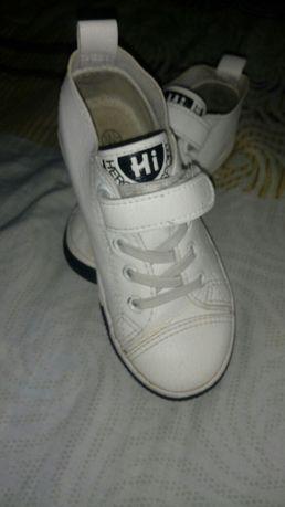 Кросівочки шкіряні(дуже класні)