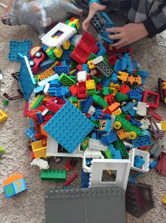 Конструктор аналог Лего и  есть Лего дупло паравозик