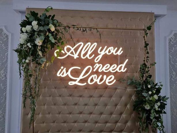 napis na ściankę miłość neon all you need is love wesele dekoracja