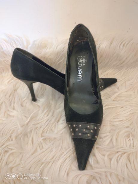 Sapatos Pretos Tam 35