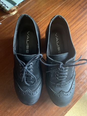 Sapatos compensados