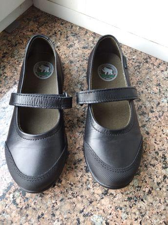 Шкіряні туфлі на дівчинку