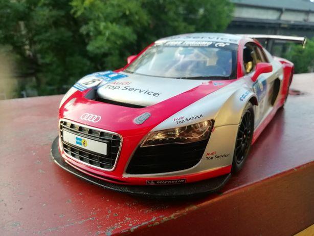 Audi R8 LMS (samochód na pilota)