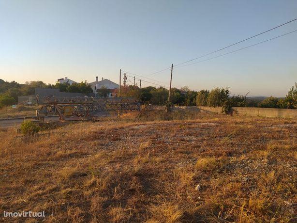 Lote de terreno 509 m2 com vista para a cidade de Tomar no centro de P