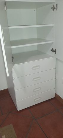 Armario com portas e gavetas