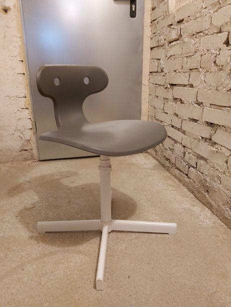 Magiczne Krzesełko do odrabiania lekcji MOLTE Ikea