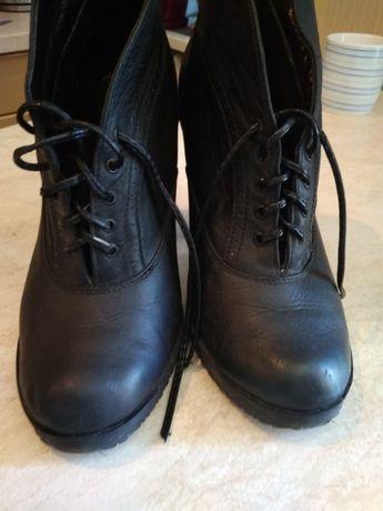 Взуття жіноче, ботінки