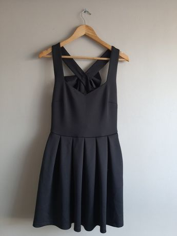 Czarna sukienka z kokardą