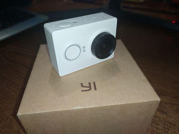 Экшн камера Xiaomi Yi + доппы