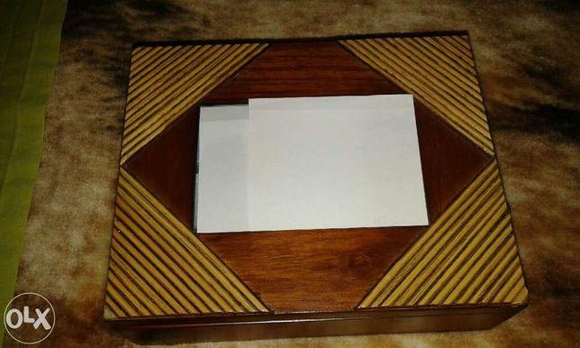 caixa de madeira com moldura
