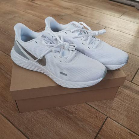 Nowe Nike Revolution 5 rozmiar 43