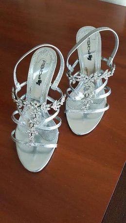 Sandálias em cor prata