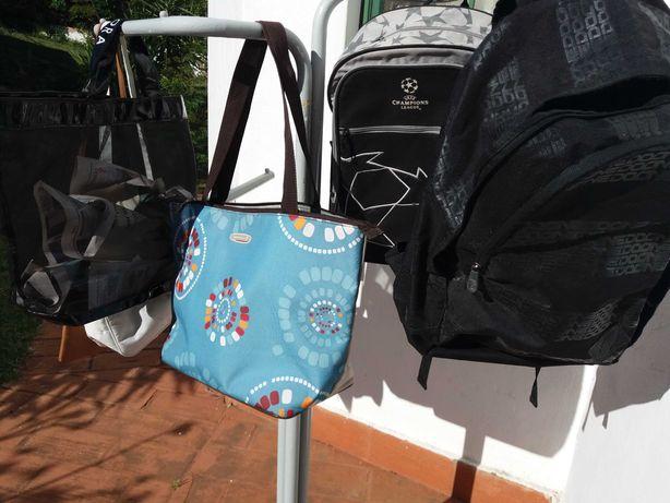 Bonés mochilas ténis