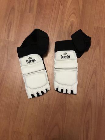 Перчатки на ноги для тхеквондо daedo