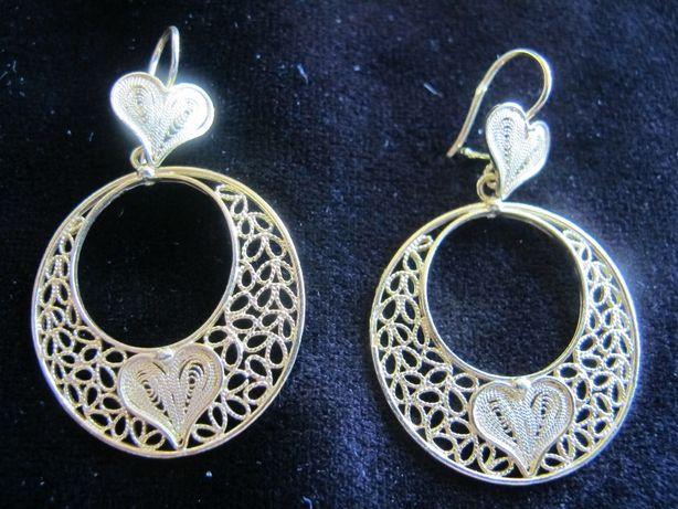 Brincos em prata dourada trabalhados manualmente em filigrana.Designer