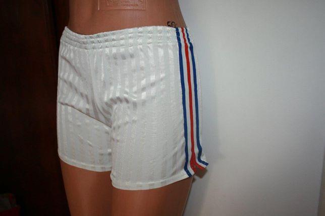 Adidas krótkie spodenki szorty chłopięce białe XS