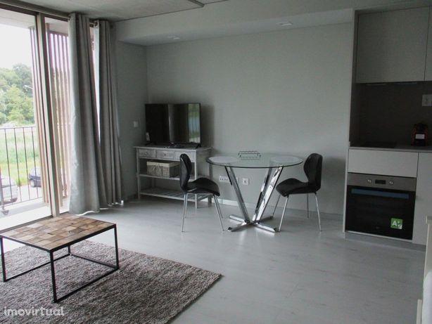 Apartamento T0 Mobilado Equipado L Est. Arrendamento Avei...
