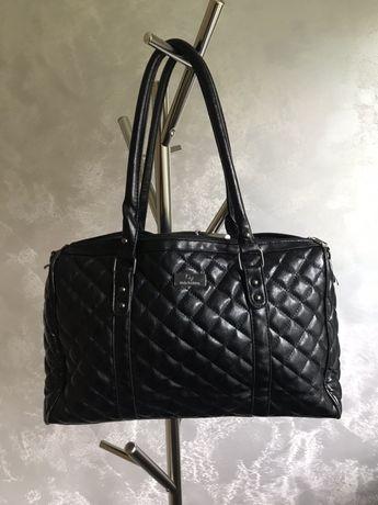 Czarna, pikowana, pojemna torebka