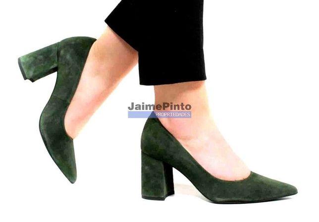 Sapatos, indústria, vende-se distrito do Porto. Portugal, Porto, Fe...