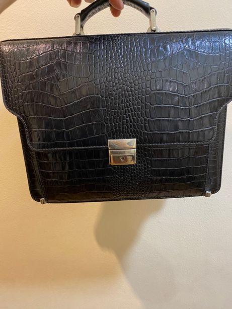 Продам мужскую деловую сумку!Небольшая,стильная,удобная!