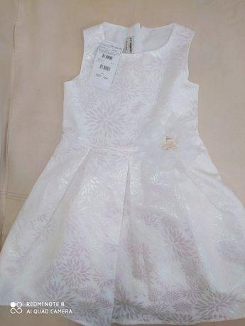 Новое нарядное платье 5-7 лет