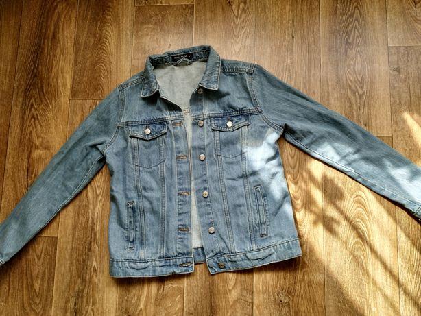 Продам новую джинсовую куртку S размер