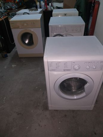 Máquinas lavar roupa.