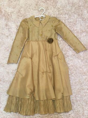 Детское платье. Золотое