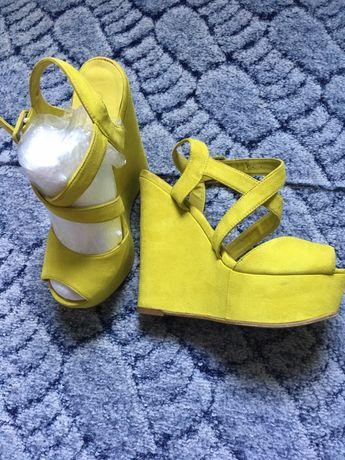 Дарю!!! сандали на платформе , стелька 24 см
