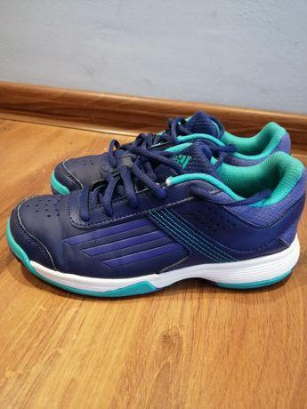 Dziecięce buty halowe Adidas M18385 rozmiar 33