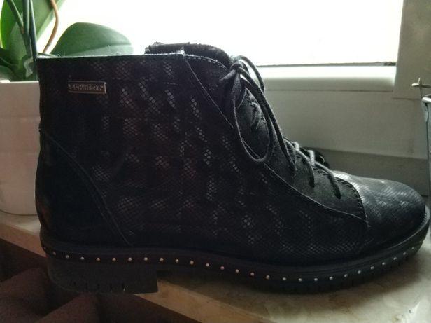 Sprzedam buty czarne firmy Kiera