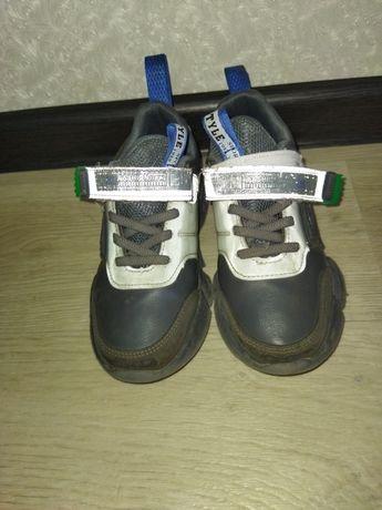 Обувь на мальчика 31-32размер