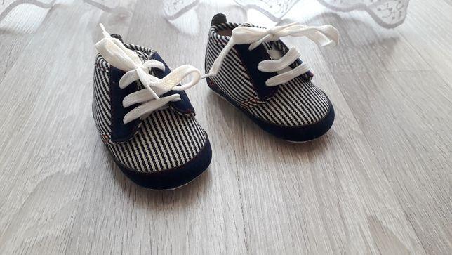 Buciki niechodki dla chłopczyka 3-9 miesięcy