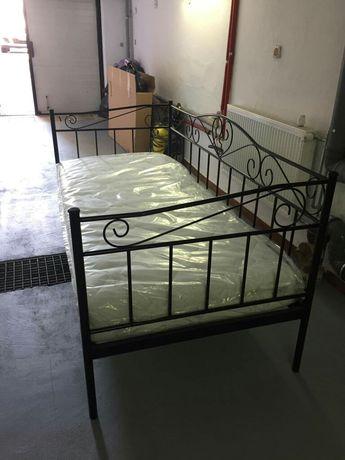 Łóżko metalowe z materacem