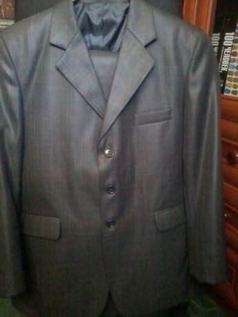 Продам шикарный школьный костюм идеальное состояние на мальчика