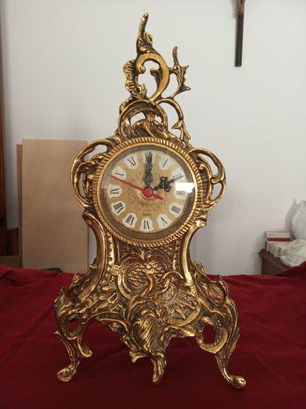 Каминные или настольные часы из бронзы