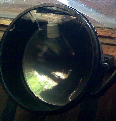 Прожектор производства СССР. С металлическим рефлектором-отражателем.