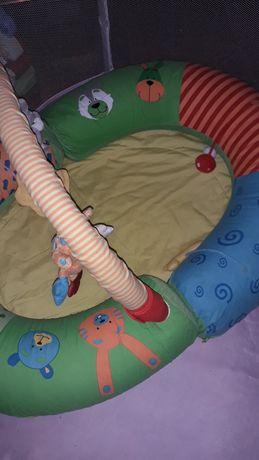 Parque infantil com brinquedos