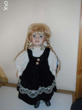 Porcelanowa lalka (42 cm)