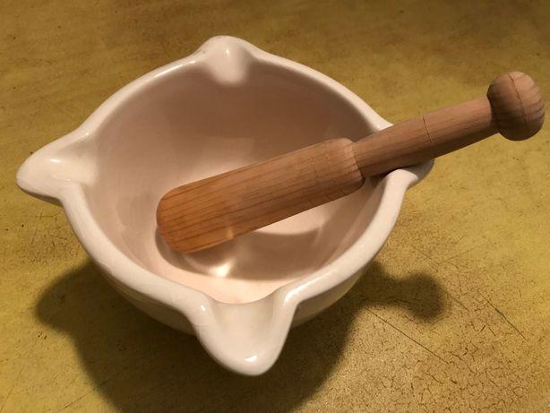 Almofariz com mão pilão antigo cerâmica faiança e madeira