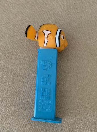 Pez dispensador Nemo peixe dourado